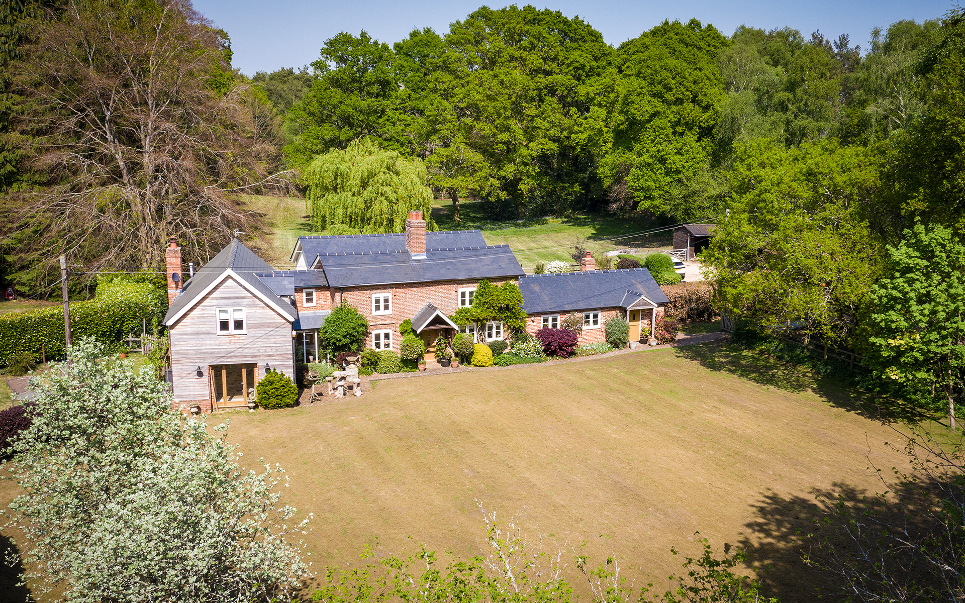 https://aerialview.info/wp-content/uploads/2020/09/estateAgent_willowhouse.jpg